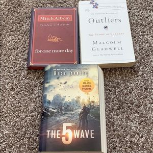 Other - Book Bundle: outliners, 5th wave, one more day